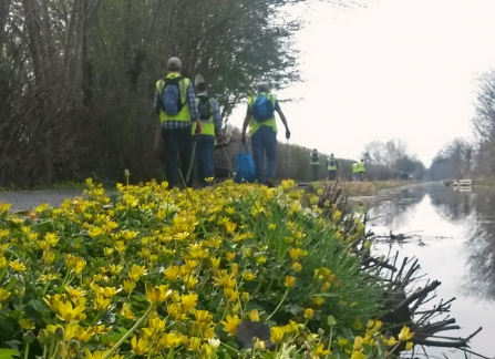 Volunteers litterpicking along the Montgomery Canal